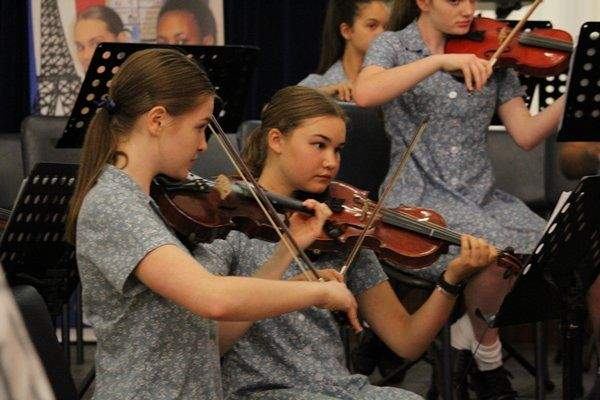 Collegiate High Violin Players